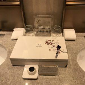 グランドメイフルホテルのバスセットの綺麗なボックスの写真。