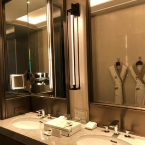 グランドメイフルホテルの化粧室。