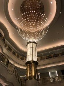グランドメイフルホテルのシャンデリア。