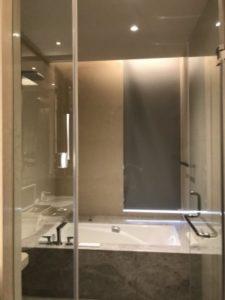 グランドメイフルホテルのバスルームの写真。