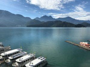 晴天の日に、台湾SPAホテルから写している日月潭の写真。