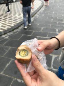 日月潭の玄光寺で売られてる茶玉子(ゆで卵)