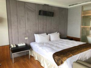 台湾SPAホテルの部屋の中央にあるベッド