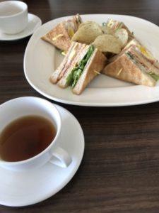 フォルモサ ・アルカディアン・ヴィラホテルで食べた朝食のサンドイッチと紅茶