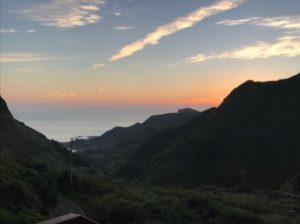 九份にあるホテルから撮った朝日が出る前の写真