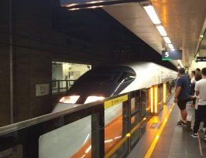 台北駅で撮った、台湾高速鉄道700T型電車②