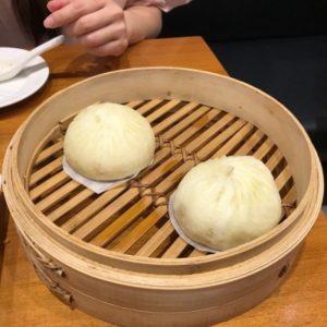 蒸し器に入っている、台湾ティンタイフォンの二つの肉饅