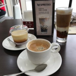 台北故宮博物館にあるカフェのホットコーヒー、プリン、タピオカコーヒー