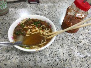 台北夜市で食べた牛肉麺