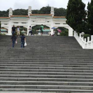 台湾故宮博物院前の長い階段