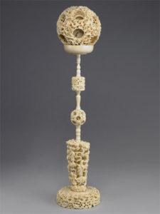 台湾故宮博物院にある「象牙透彫雲龍文套球」