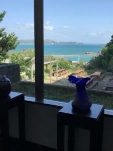 ホテルロビー前の窓から撮った景色