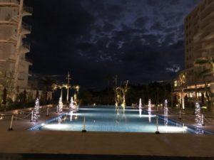 ホテル真ん中にある屋外プール③