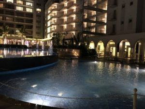 ホテル真ん中にある屋外プール①